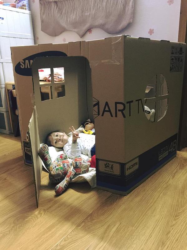 Đồ chơi đẹp mắt từ thùng carton cho bé