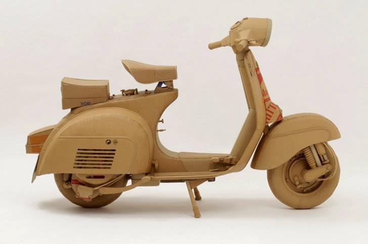 xe máy trang trí làm từ thùng giấy carton